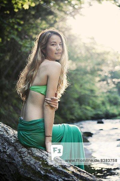 Laubwald  Frau  Entspannung  Bikini  jung