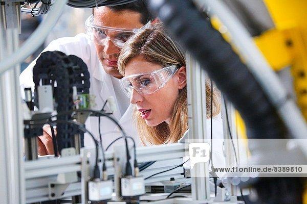 Einkaufszentrum  Glasfaser  Technologie  Industrie  trocken  Innovation  Roboter  Forscher  Composite  Forschung  Spanien