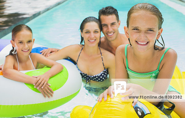 Familienschwimmen im Pool