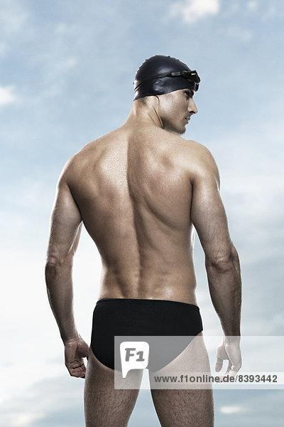 Schwimmer mit Mütze und Schutzbrille