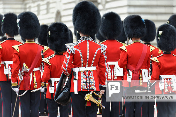 Queen's Guard  Changing the Guard  Wachablösung vor dem Buckingham Palace  London  Region London  England  Großbritannien