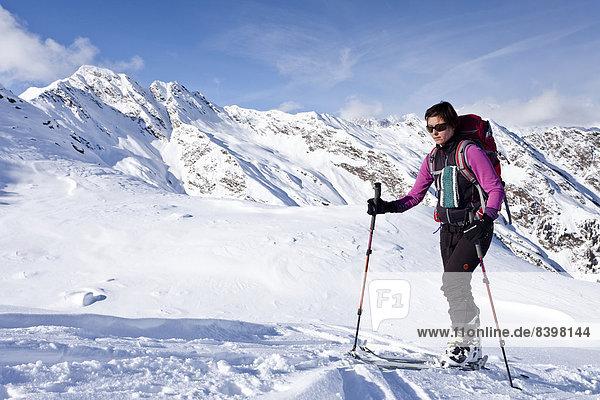 Skitourengeher beim Aufstieg auf die Wurzer Alpenspitz im Ridnauntal  Südtirol  Italien