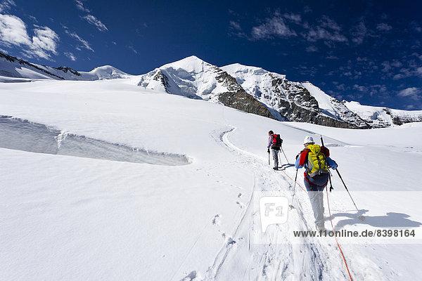 Bergsteiger beim Aufstieg zum Piz Palü  Graubünden  Schweiz  Europa Bergsteiger beim Aufstieg zum Piz Palü, Graubünden, Schweiz, Europa