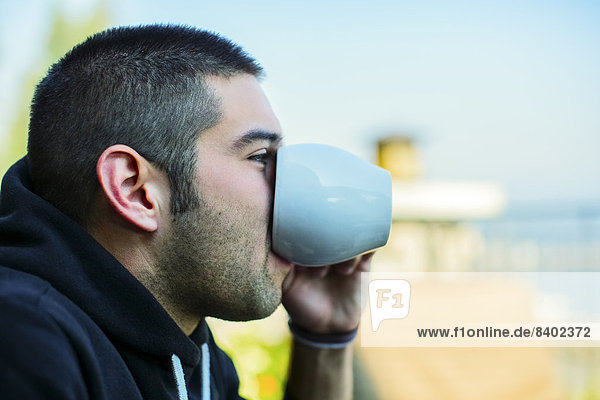 Mann  Tasse  Hispanier  trinken  Kaffee