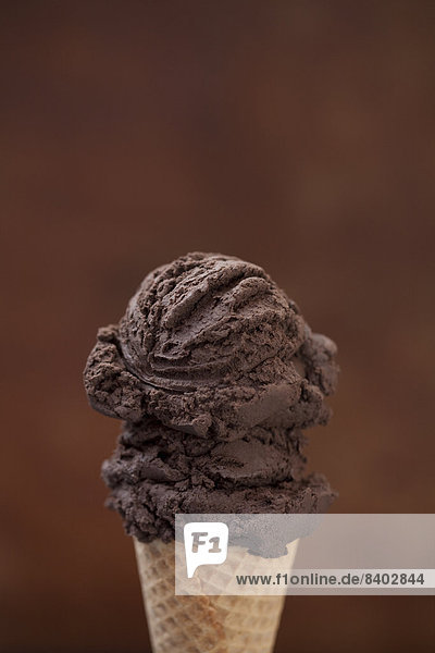 kegelförmig  Kegel  hoch  oben  nahe  Eis  Schokolade  Sahne