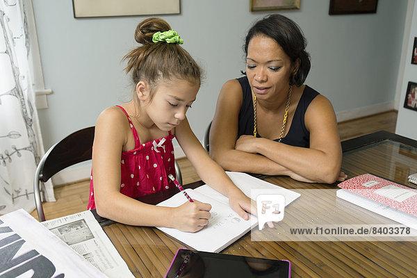 Hilfe  mischen  Tochter  Mutter - Mensch  Hausaufgabe  Mixed