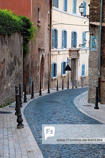 Kopfsteinpflaster leer Straße Stadt Latium Italien alt Tivoli
