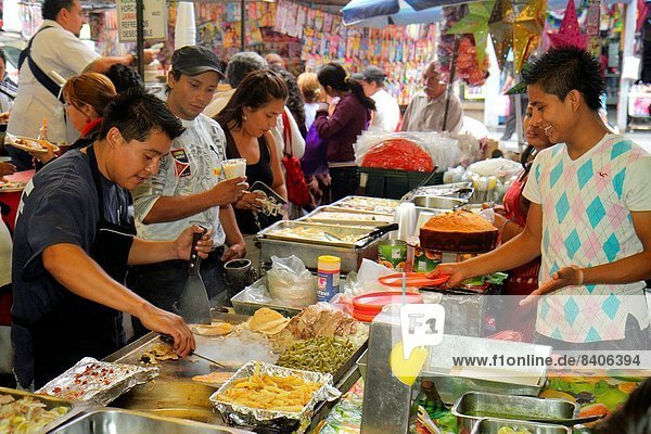 Mexico-Stadt  Hauptstadt  Frau  Mann  Hispanier  Geschäftsviertel  Koch  Mexiko  Braten  Grill  Straßenverkäufer