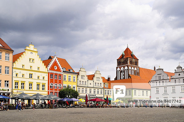 Germany  Mecklenburg-Western Pomerania  Greifswald  market square  in the background St. Mary's Church