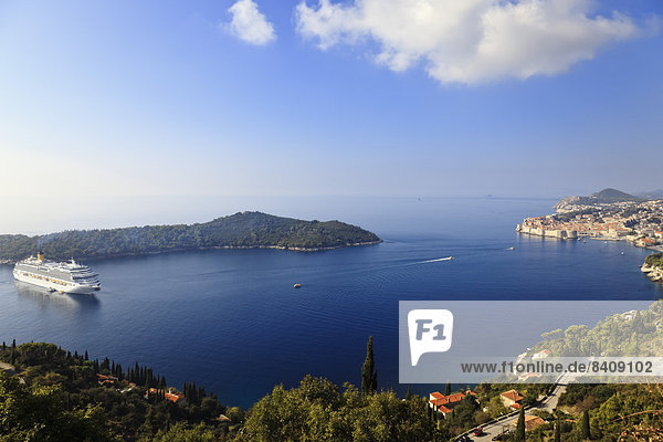 Kroatien  Dubrovnik  Blick auf Stadt und Insel Lokrum