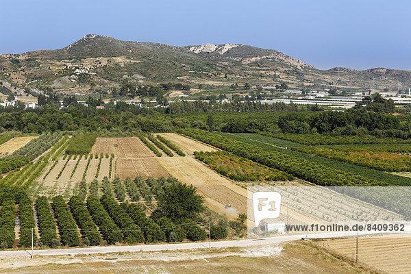 Türkei  Serik  Landwirtschaftliche Felder und Dorf Cakis