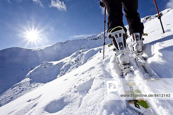Skitourengeher beim Aufstieg auf die Wurzer Alpenspitze hinten der Gipfel  Ridnauntal  Südtirol  Italien