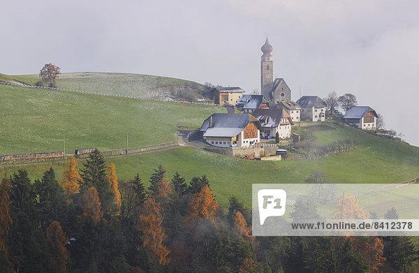 Kirche St. Nikolaus in Mittelberg am Ritten  Bozen  Südtirol  Italien