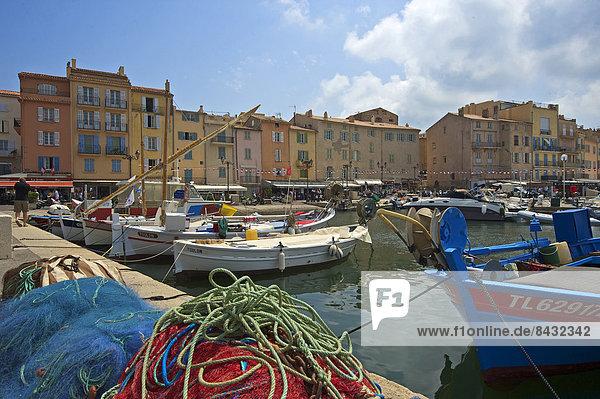 Fischereihafen  Fischerhafen  Außenaufnahme  Hafen  Frankreich  Europa  Tag  Boot  Cote d Azur  Saint Tropez