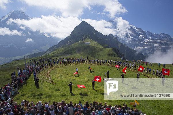 Europa beobachten Fest festlich Tradition Eiger Berner Alpen Bern Berner Oberland Folklore Mönch Schweiz