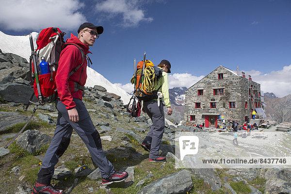 Bergsteigen Hütte Frau Berg Mann gehen Graubruststrandläufer Calidris melanotos Berghütte