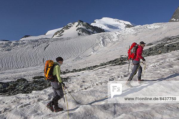 Bergsteigen Frau Berg Mann gehen Seil Tau Strick Tagesausflug Eis Bergwandern trekking