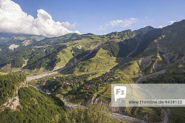 hoch  oben  Berg  Landschaft  grün  Tal  Schlucht  Eurasien