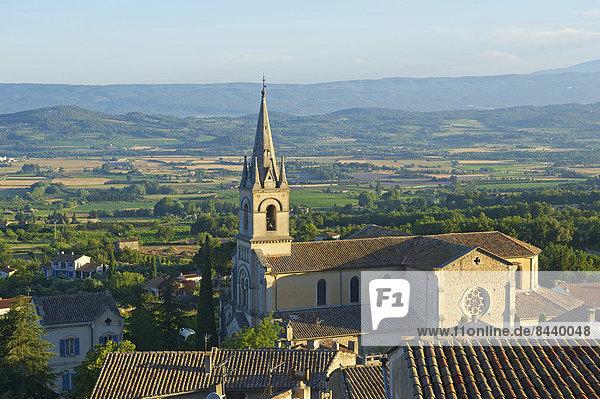 Felsbrocken  Außenaufnahme  Sehenswürdigkeit  Frankreich  Europa  Tag  niemand  Natur  Kirche  Dorf  Ansicht  Provence - Alpes-Cote d Azur  Bonnieux  ocker