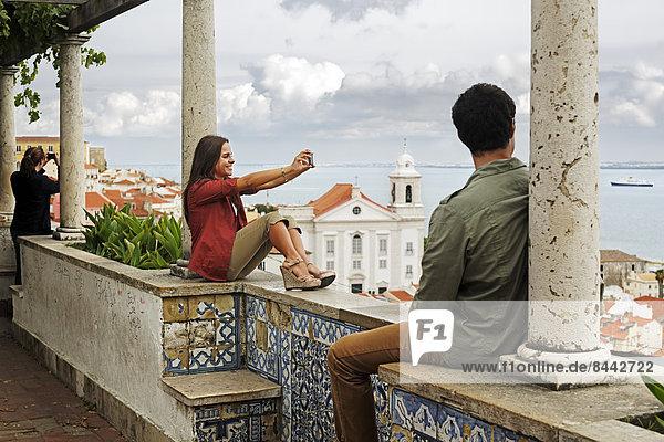 Portugal  Lisboa  Alfama  Miradouro de Santa Luzia  young couple looking at view