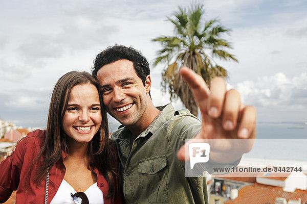 Portugal  Lisboa  Alfama  Largo das Portas do Sol  Porträt eines jungen Paares