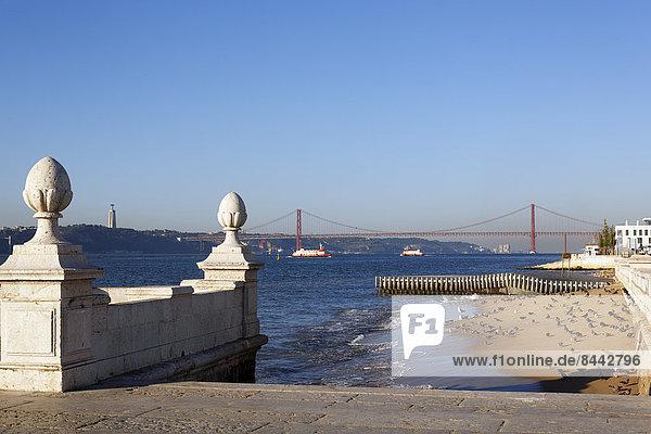 Portugal  Lisboa  Blick auf Ponte 25 de Abril