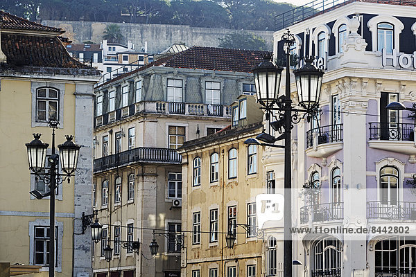 Portugal  Lisboa  Baixa  Rossio  Praca Dom Pedro IV  Blick auf alte Häuser in der Rua Betesga