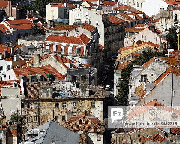 Portugal  Lissabon  Graca  Miradouro da Igreja da Graca  Blick über die Dächer