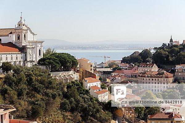 Portugal  Lissabon  Mouraria  Miradouro de Nossa Senhora do Monte  Blick auf Tejo