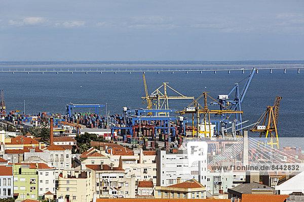 Portugal  Lissabon  Alfama  Blick auf die Docks