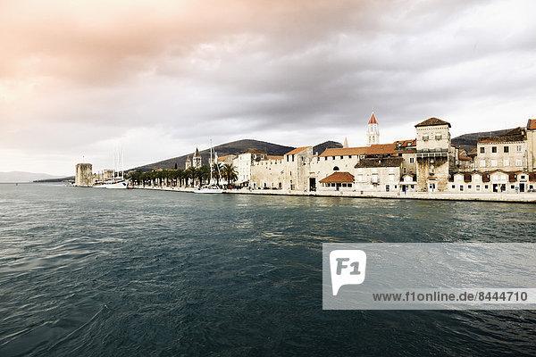 Kroatien  Trogir  Blick auf die Altstadt