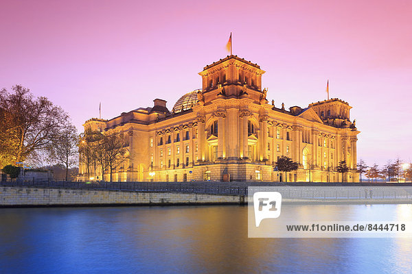 Germany  Berlin  View of Reichstag parliament building in the evening