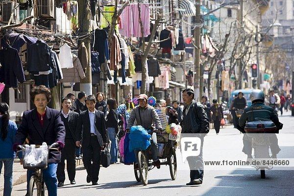 Städtisches Motiv Städtische Motive Straßenszene Straßenszene französisch beschäftigt Fernverkehrsstraße China alt Viertel Menge Shanghai