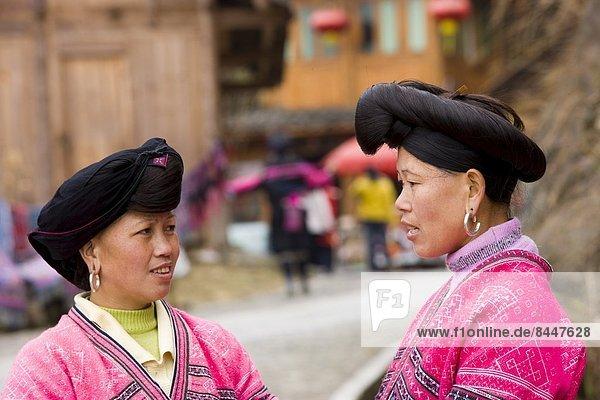 Frau  Tradition  lang  langes  langer  lange  China  Ethnisches Erscheinungsbild  Mensch  Guilin  Haar