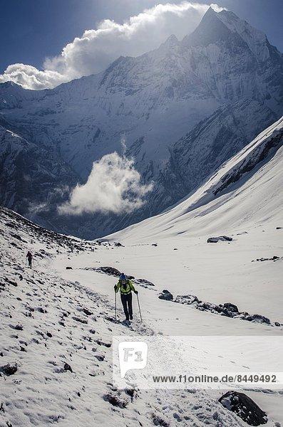 geben  aufwärts  Tal  camping  wandern  Menschen im Hintergrund  Hintergrundperson  Hintergrundpersonen  Himalaya  Annapurna  Asien  Nepal