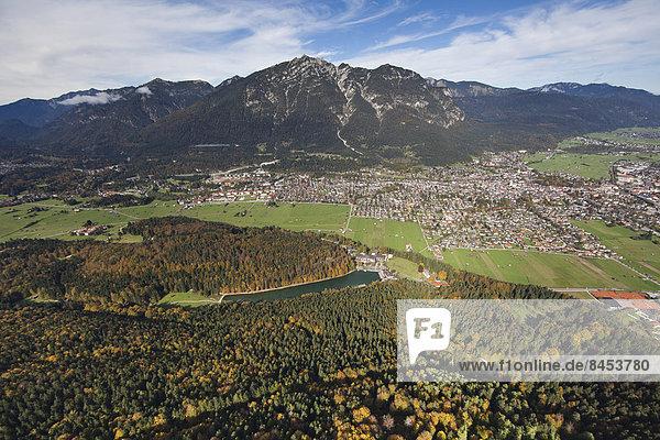 Ortsansicht Garmisch  Garmisch-Partenkirchen  Loisachtal  Bayern  Deutschland