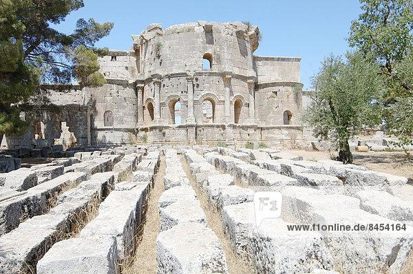 Ruinen des Klosters Qal?at Sim?an des Heiligen Simeon Stylites  bei Aleppo  Syrien