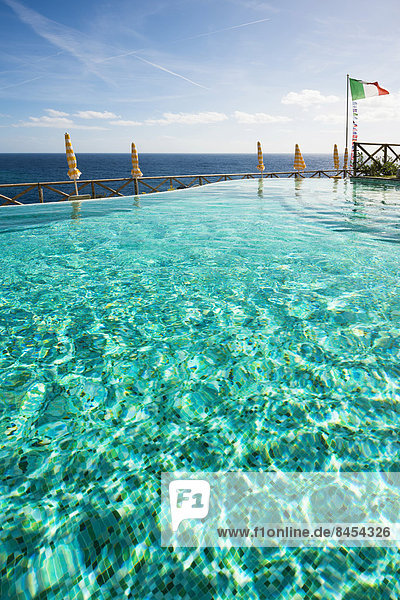 Fahne Schwimmbad Cinque Terre Italien Ligurien Monterosso al Mare Provinz La Spezia