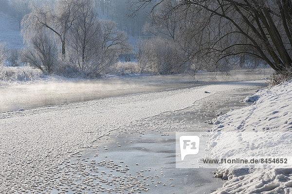 Wintermorgen an der Saale  Großeutersdorf  Thüringen  Deutschland