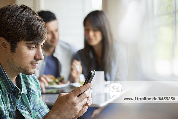 sitzend  Mensch  Menschen  Cafe  3  Tisch