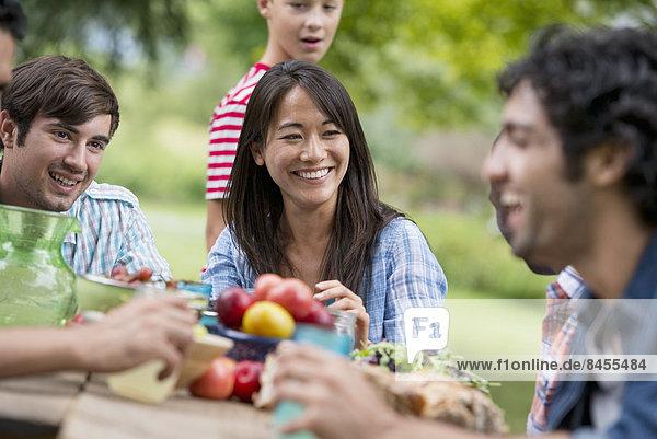 Außenaufnahme Party Sommer Tisch freie Natur