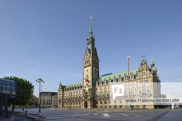 Rathausmarkt und Hamburger Rathaus  Hamburg  Deutschland