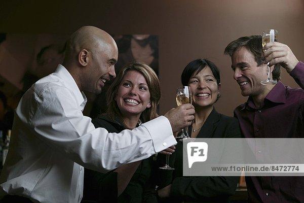 Mensch  Menschen  Menschengruppe  Menschengruppen  Gruppe  Gruppen  jung  trinken  Champagner