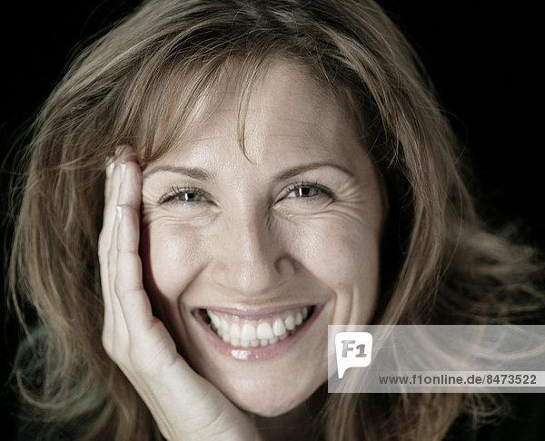 Frau  lächeln  reifer Erwachsene  reife Erwachsene  Mittelpunkt
