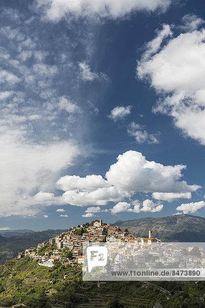 Mittelalter Berg hoch oben Dorf Italien Ligurien