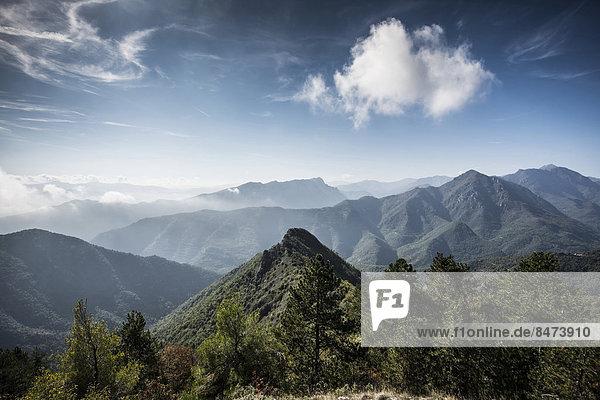 Bergkulisse  Castelvecchio di Rocca Barbena  Provinz Savona  Ligurien  Italien