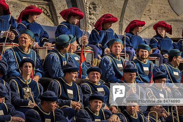 Musiker beim Palio di Siena Pferderennen  Siena  Toskana  Italien