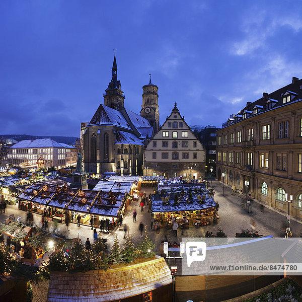 Weihnachtsmarkt vor der Stiftskirche  Stuttgart  Baden-Württemberg  Deutschland
