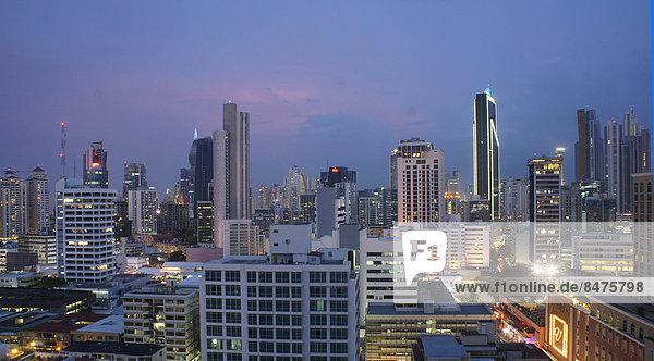Hochhäuser  Skyline am Abend  Panama-Stadt  Panama