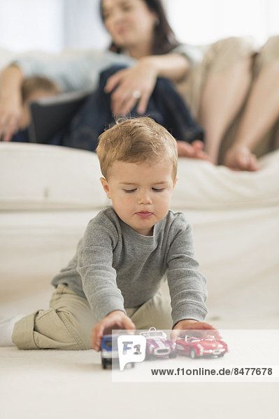 Boden Fußboden Fußböden Junge - Person spielen